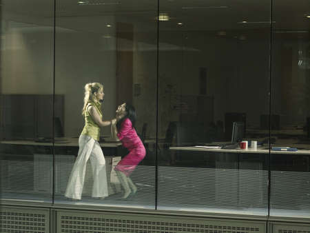 clashes: two women fighting in an office LANG_EVOIMAGES