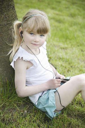 Child listen to the music