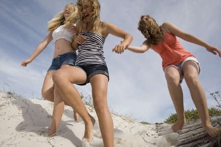 Teenage Girls on Beach LANG_EVOIMAGES