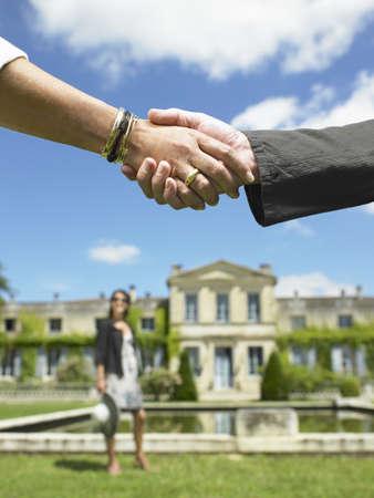 People shaking hands after a sale LANG_EVOIMAGES