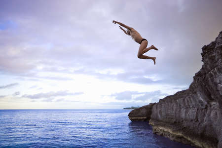 Man jumping into the sea LANG_EVOIMAGES
