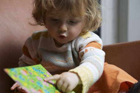 Girl reading book LANG_EVOIMAGES