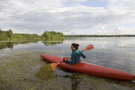 Woman canoeing on lake LANG_EVOIMAGES
