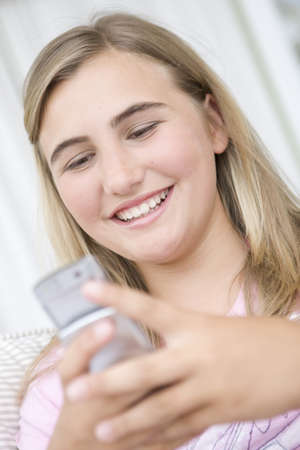 Teenage Girl on mobile phone LANG_EVOIMAGES