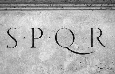 Primer plano de letras S, P, Q, R LANG_EVOIMAGES