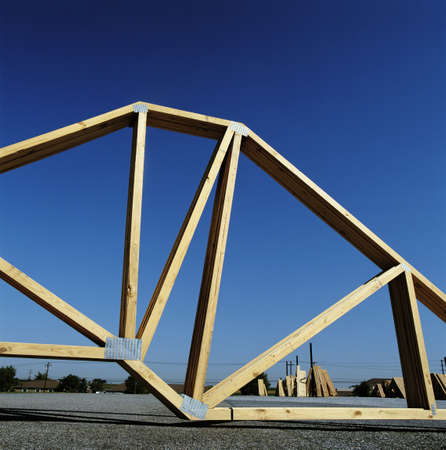 Roofing timber trusses on site LANG_EVOIMAGES