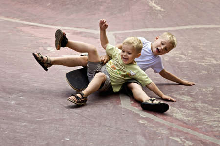 playground rides: two children playing on the ground LANG_EVOIMAGES