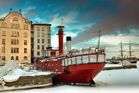 ship anchor: Boat docked in snowy urban pier LANG_EVOIMAGES