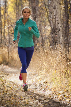 Woman jogging on dirt path LANG_EVOIMAGES
