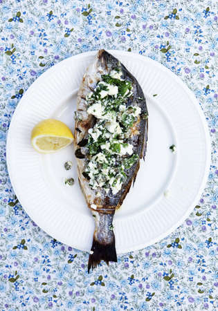 uncomplicated: Plate of fish with herb topping LANG_EVOIMAGES