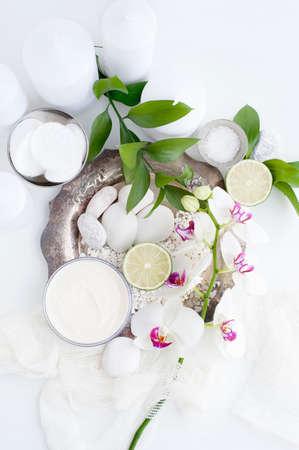 cremas faciales: Crema facial, hojas y flores LANG_EVOIMAGES