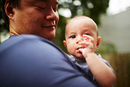 Father holding baby son close up LANG_EVOIMAGES