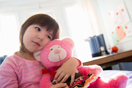 3 4 years: Little girl with her pink teddy bear LANG_EVOIMAGES