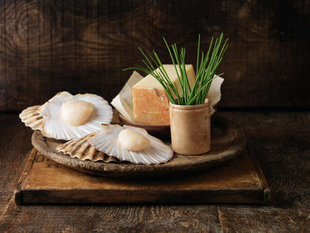 coquille: Coquille St. Jacques with chives and gruyere cheese LANG_EVOIMAGES