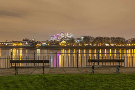 seating area: View of Canary Wharf and the Thames at night,London,United Kingdom LANG_EVOIMAGES