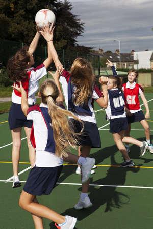 Teenage schoolgirl netball team in practice LANG_EVOIMAGES