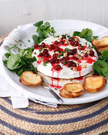 berro: Tarta de queso brie y arándano con tostadas y coulis de arándano LANG_EVOIMAGES