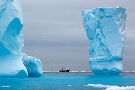 perilous: Adventure research ship Spirit of Enderby amongst ice bergs in the ice floe in the southern ocean, 180 miles north of East Antarctica, Antarctica