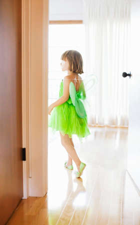 parquet floor layer: Child in room with green fairy costume LANG_EVOIMAGES