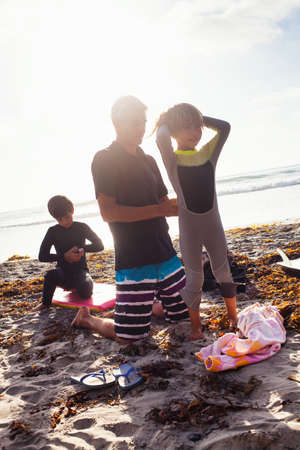 Father and children preparing to surf,Encinitas,California,USA LANG_EVOIMAGES