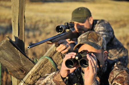 Two deer hunters with rifle and binoculars,John Day,Oregon,USA LANG_EVOIMAGES