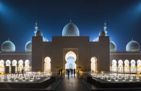 Sheikh Zayed Mosque at night, Abu Dhabi, United Arab Emirates LANG_EVOIMAGES