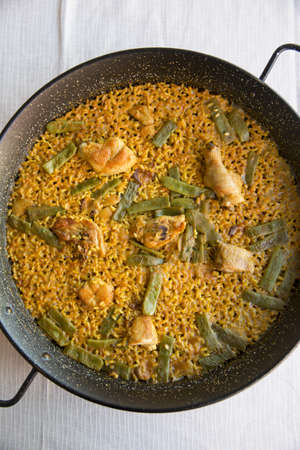 carnes y verduras: Tradicional Paella, Valencia, España LANG_EVOIMAGES