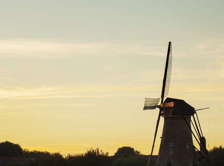 traditionally dutch: Traditional windmills at Kinderdijk, near Amsterdam, Netherlands