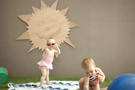 sinergia: Niñas con el recorte de la luz del sol