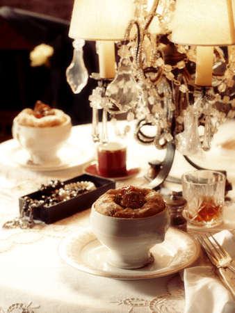 sultry: 1920s style dinner scene - De Valeras Pie LANG_EVOIMAGES