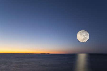 Luna llena, Toscana, Italia