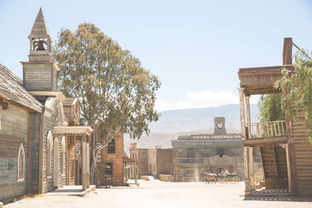thespian: Distant horse and cart on wild west film set, Fort Bravo, Tabernas, Almeria, Spain LANG_EVOIMAGES