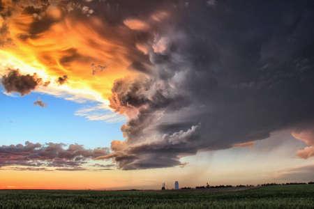 Painterly sunset showing warm oranges, laminar updraft over open field, Sidney, Nebraska, USA LANG_EVOIMAGES