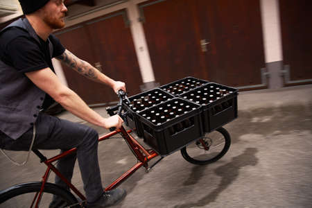 environmental issues: Man delivering beer on bicycle, Munich, Bavaria, Germany LANG_EVOIMAGES