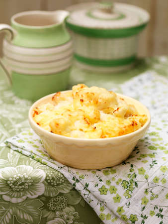 Cauliflower cheese in vintage bowl LANG_EVOIMAGES