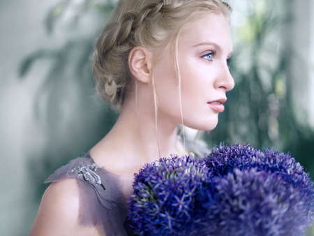 vintage: Young woman holding bouquet of flowers, close-up LANG_EVOIMAGES