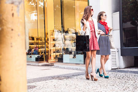 brazilian ethnicity: Two female friends on shopping trip LANG_EVOIMAGES