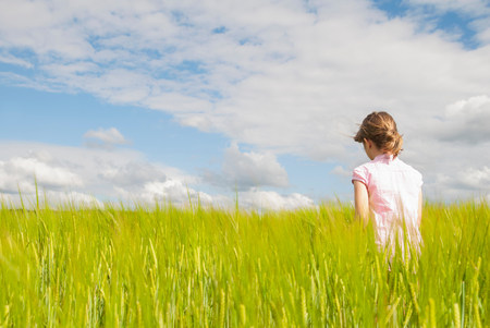 Girl in field LANG_EVOIMAGES