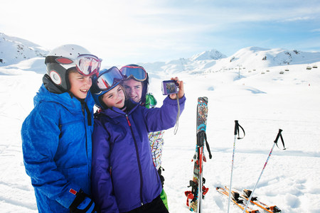 Brother and sisters taking self portrait,Les Arcs,Haute-Savoie,France LANG_EVOIMAGES