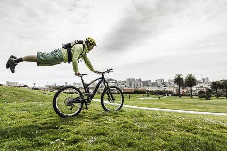 Cyclist balancing body on bike LANG_EVOIMAGES
