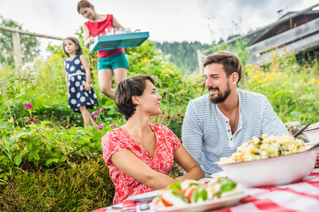 age 25 30 years: Young couple sharing picnic lunch,Tyrol,Austria