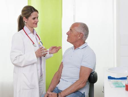 Female doctor talking to senior male patient LANG_EVOIMAGES