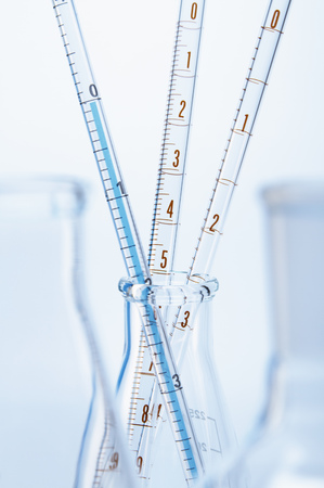 erlenmeyer: Graduated pipettes in Erlenmeyer flask