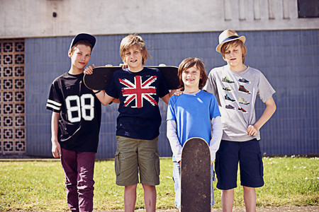 numeric: Portrait of boys with skateboards LANG_EVOIMAGES