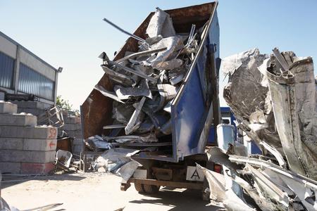 saltar: Carro de vaciado que vacia el aluminio de saltar al patio de chatarra