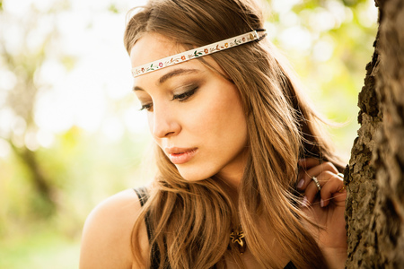 vintage: Young woman wearing headband, looking down LANG_EVOIMAGES