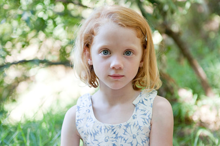Portrait of a girl outdoors LANG_EVOIMAGES