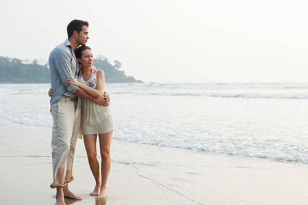 honeymooner: Couple by the ocean