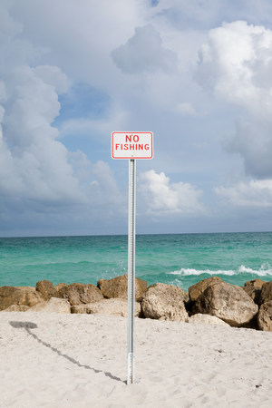 No Fishing sign at beach LANG_EVOIMAGES