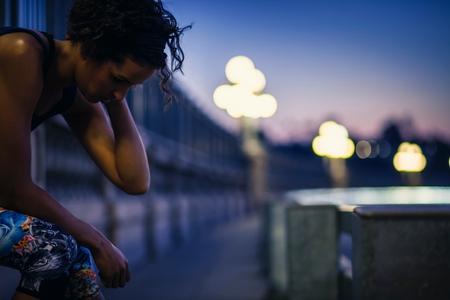 arroyo: Jogger taking break on bridge, Arroyo Seco Park, Pasadena, California, USA